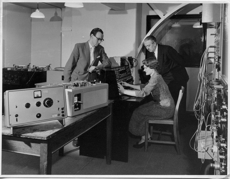Daphne Oram and colleagues at the BBC Radiophonic workshop